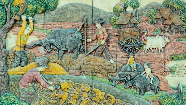 Arte tailandesa do stucco da vida rural tailandesa tradicional da agricultura no passado Foto Premium