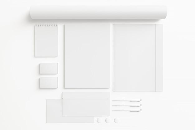 Artigos de papelaria em branco conjunto isolado no branco. Foto gratuita