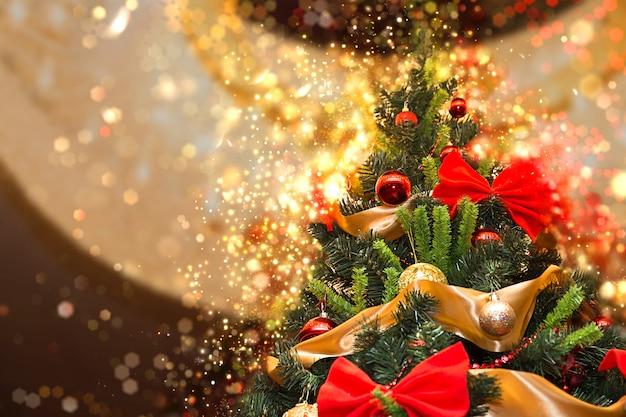 Árvore de natal alta com brilho Foto Premium