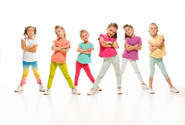 As crianças dançam escola, balé, hiphop, rua, dançarinos funky e modernos Foto gratuita