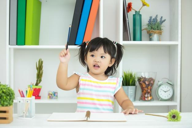 As crianças não estão interessadas em aprender. Foto gratuita