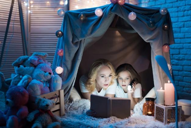 As pessoas mentem e descansam, ler livro Foto Premium