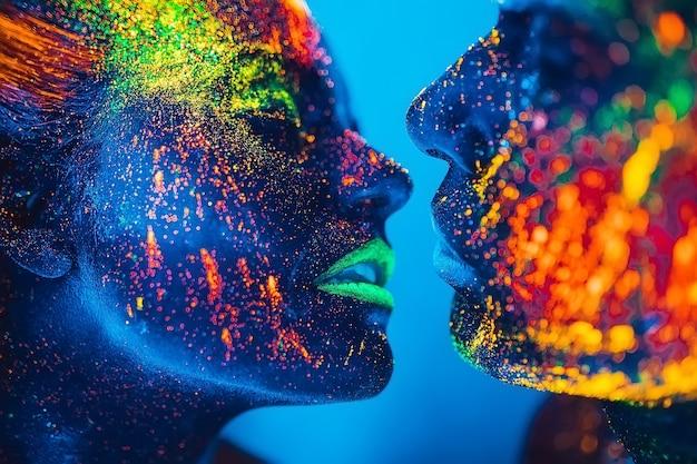 As pessoas são coloridas em pó fluorescente. um par de amantes dançando em uma discoteca. Foto Premium