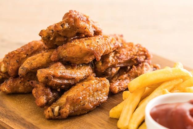 Asas de frango frito Foto Premium