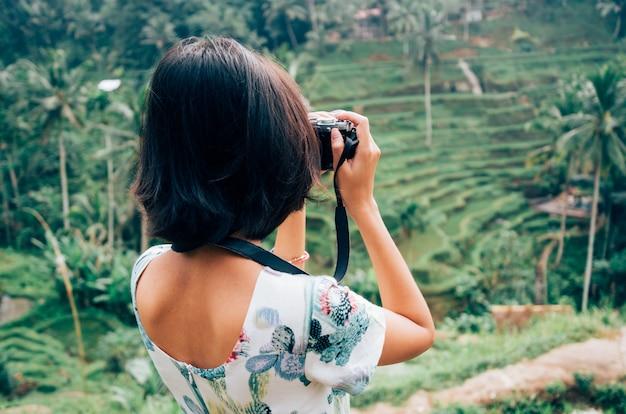 Asiáticos, femininas, viajantes solitários, fotografia, tegalalang, arroz, terraço, ubud, bali, indonésia Foto Premium