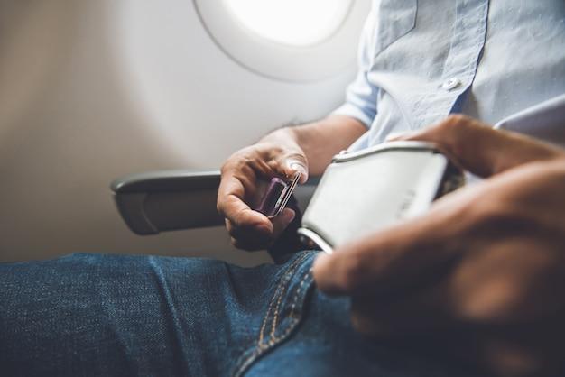 Assento de passageiro, cinto de segurança, sentado no avião Foto Premium