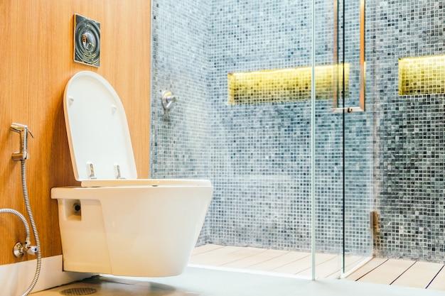 Assento de vaso sanitário branco Foto gratuita