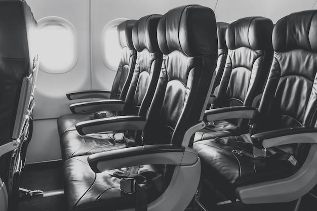 Assentos de avião na cabine. Foto gratuita