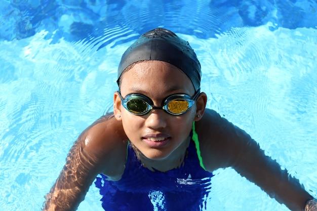 Atleta feminina de natação Foto Premium