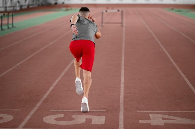 Atleta full shot running back view Foto gratuita