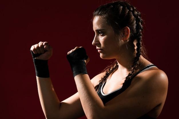 Atlética mulher em roupas fitness Foto gratuita