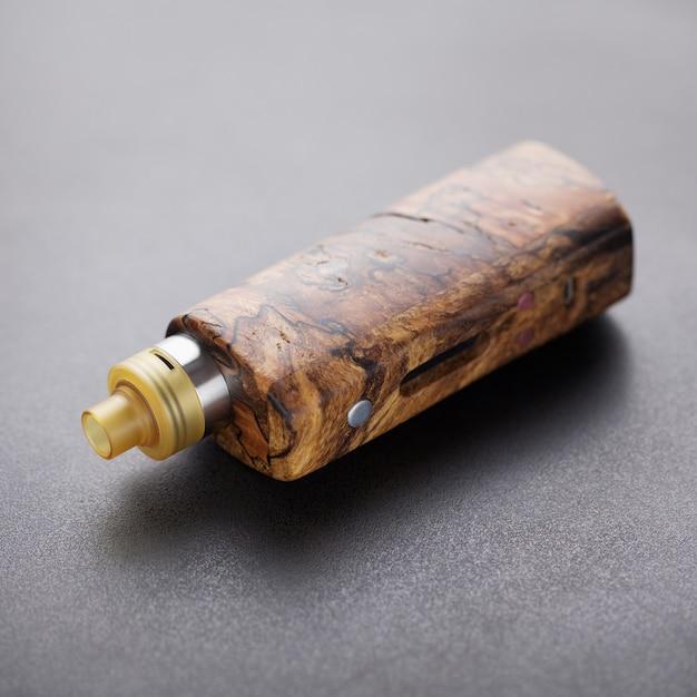 Atomizador de gotejamento rebuildable de ponta com madeira natural estabilizada Foto Premium