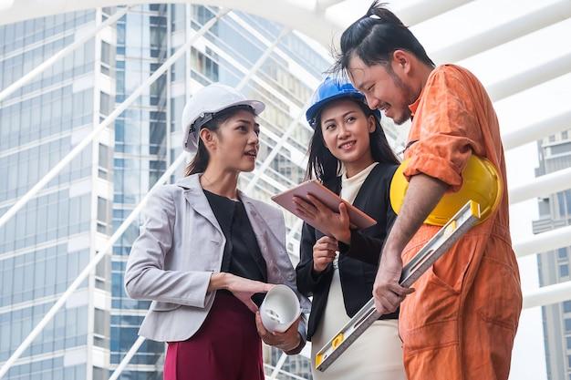 Atribuições de trabalho de engenheiros e engenheiros profissionais Foto Premium