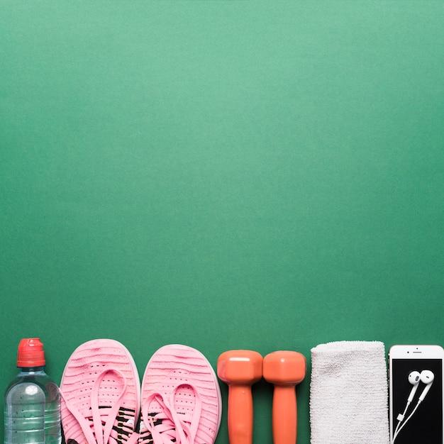Atributos esportivos em verde Foto gratuita