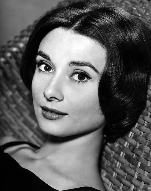 atriz Audrey Hepburn Breakfast Tiffany s Foto gratuita
