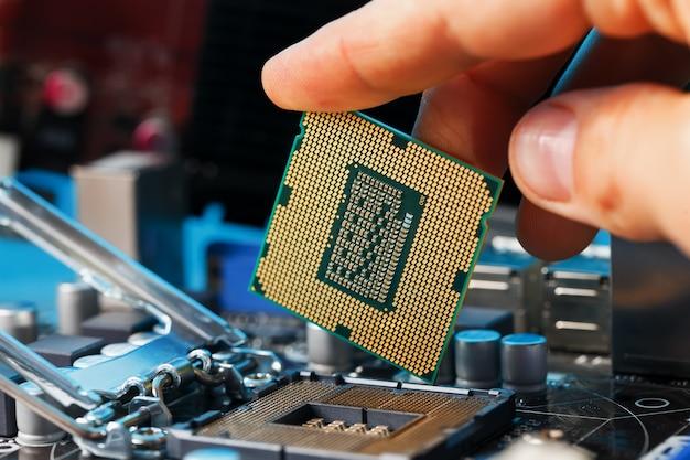 Atualização de hardware do cpu do computador de manutenção do componente da placa-mãe Foto Premium