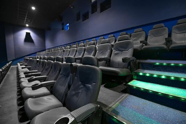 Auditório vazio do cinema com assentos Foto Premium