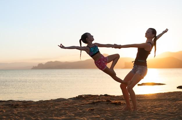 Aulas de ioga do sol. Foto Premium