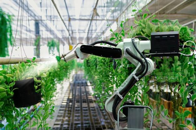 Automatic agricultural technology robot braço molhando plantas árvore Foto Premium