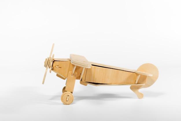 Avião de brinquedo isolado Foto Premium