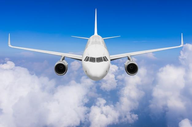 Avião voando Foto Premium