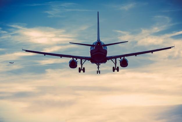 Aviões comerciais Foto gratuita