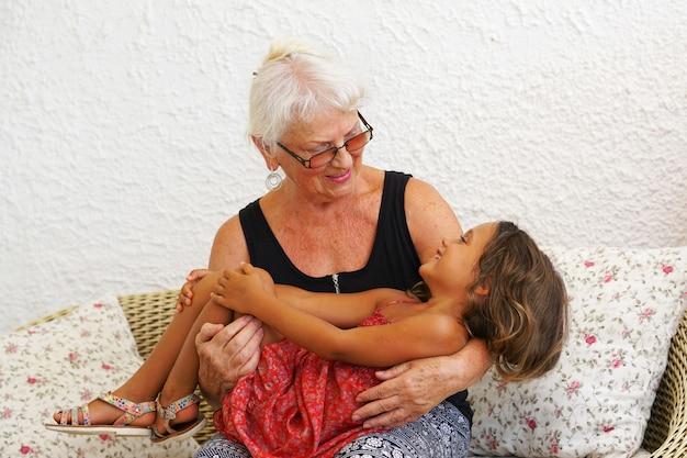 Avó e neta Foto Premium
