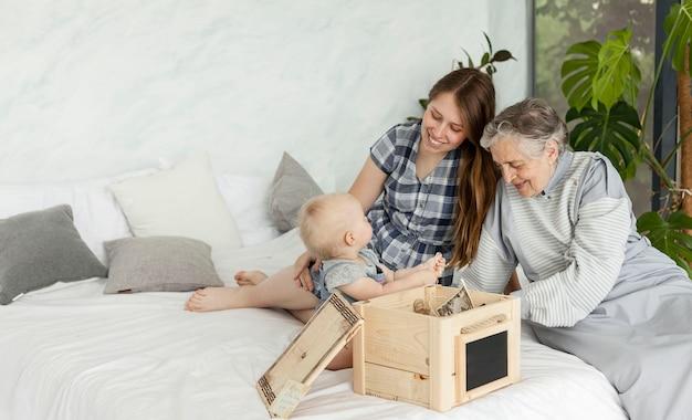 Avó, passar tempo com a família Foto gratuita