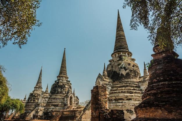 Ayutthaya, tailândia ruínas e antiguidades no parque histórico de ayutthaya Foto Premium