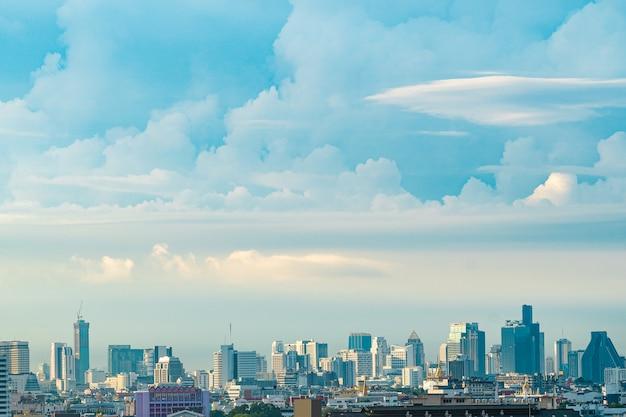Azul, céu, e, nuvem, com, cidade, centro cidade, vista, em, bangkok, tailandia Foto Premium