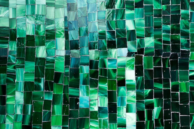 Azulejos para banheiros em mosaico verde degradê Foto gratuita