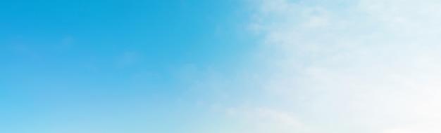 Backgound bandeira de céu azul de verão Foto Premium