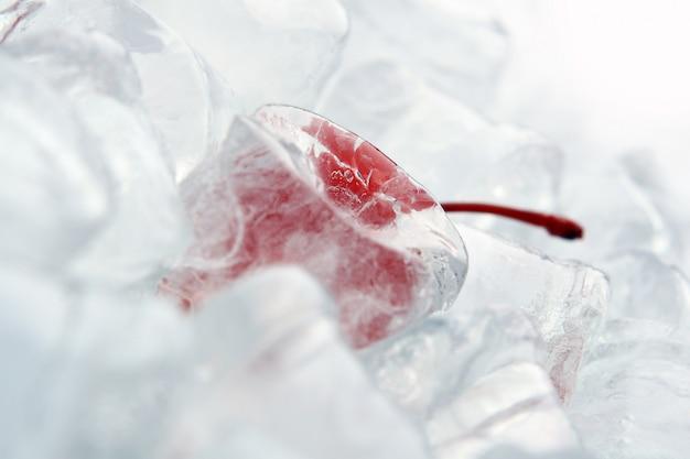 Backgroung com sobremesa chery no gelo Foto gratuita