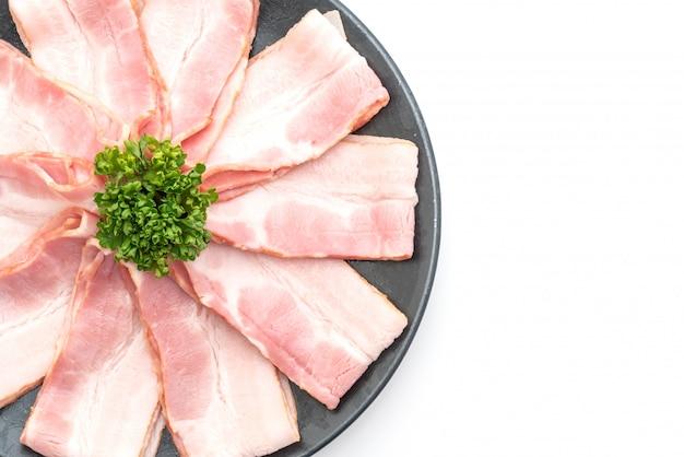 Bacon fatiado de porco cru Foto Premium