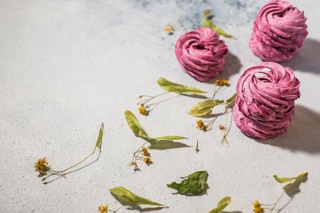 Baga sabores de mirtilo rosa marshmallows caseiros Foto Premium