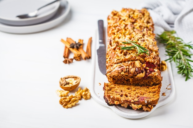 Bagas veganas e pão de nozes. Foto Premium