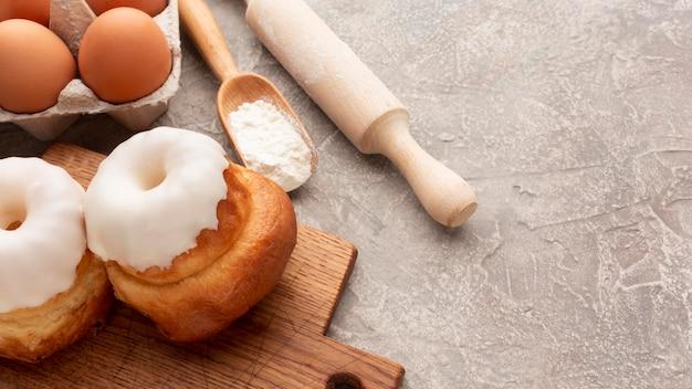 Bagels caseiros saborosos com glacê Foto gratuita