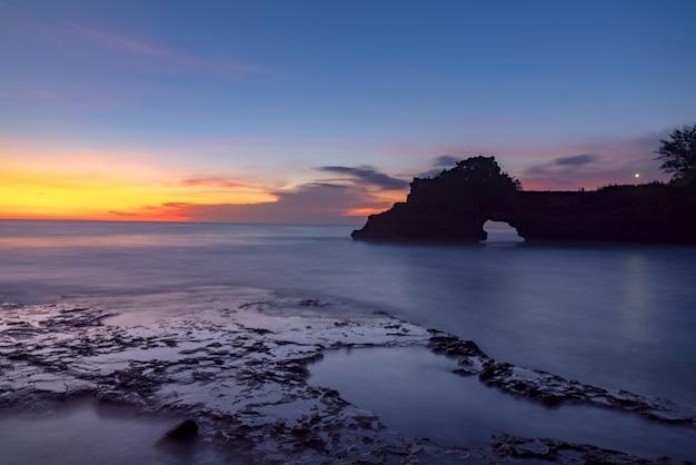 Baía da ilha ao entardecer Foto gratuita