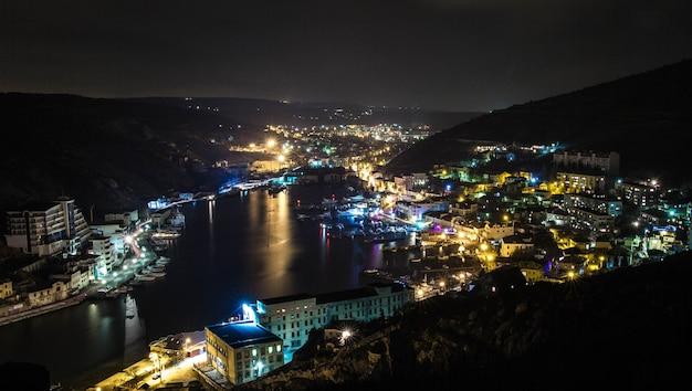Baía de balaklava à noite, crimeia Foto Premium