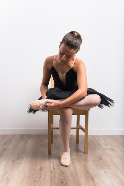 Bailarina linda de bailarina em estúdio Foto Premium