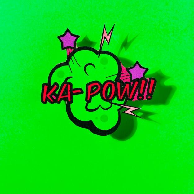 Balão de quadrinhos vector com frase pow em fundo verde Foto gratuita