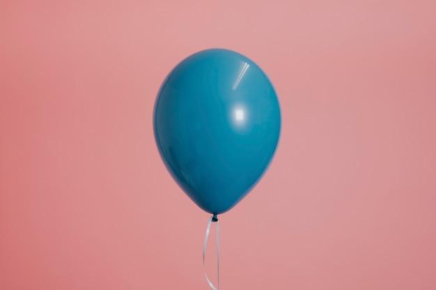 Balão único azul com uma corda Foto gratuita