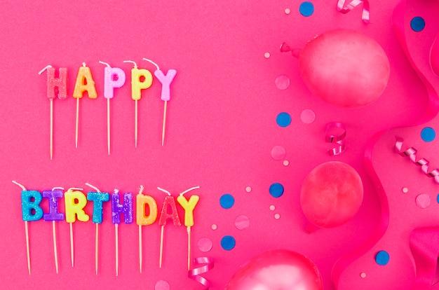 Balões de aniversário coloridos Foto gratuita