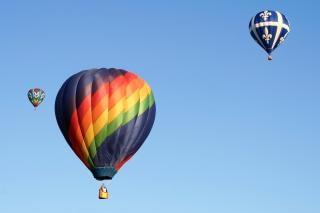 Balões de ar quente brilhante Foto gratuita