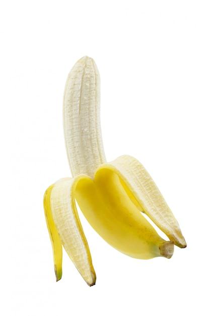 Banana madura descascada isolada no fundo branco Foto Premium