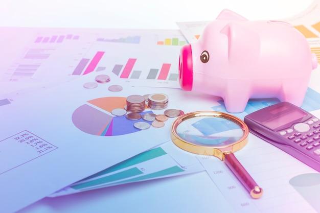 Banco de porco em diagramas de dados de finanças, fundo financeiro Foto Premium