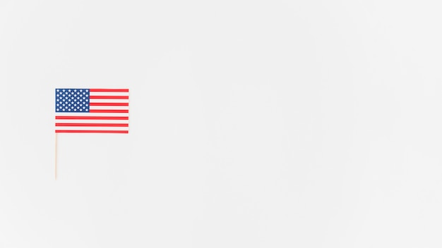 Bandeira americana de papel pequena Foto gratuita