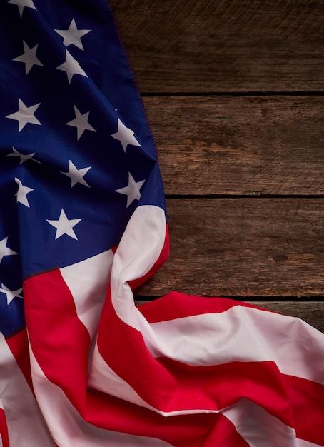 Bandeira americana e tábuas de madeira Foto Premium