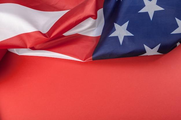 Bandeira americana vintage com fundo vermelho Foto Premium