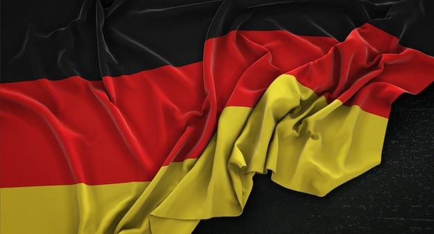 Bandeira da alemanha enrugada no fundo escuro 3d render Foto gratuita